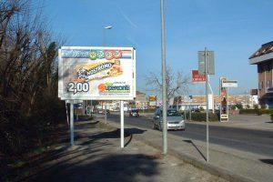 foto impianto pubblicitario vicino coop Orvieto (Umbria) al confine di Lazio e Toscana